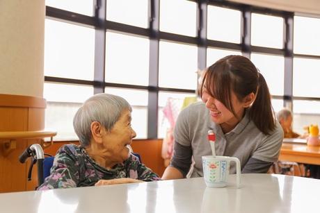 年齢、資格、経験、学歴。一切不要でまったくのゼロからスタートOK!誰でもできる介護補助の仕事です。